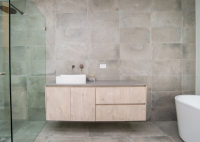 Glenhaven Main Bathroom